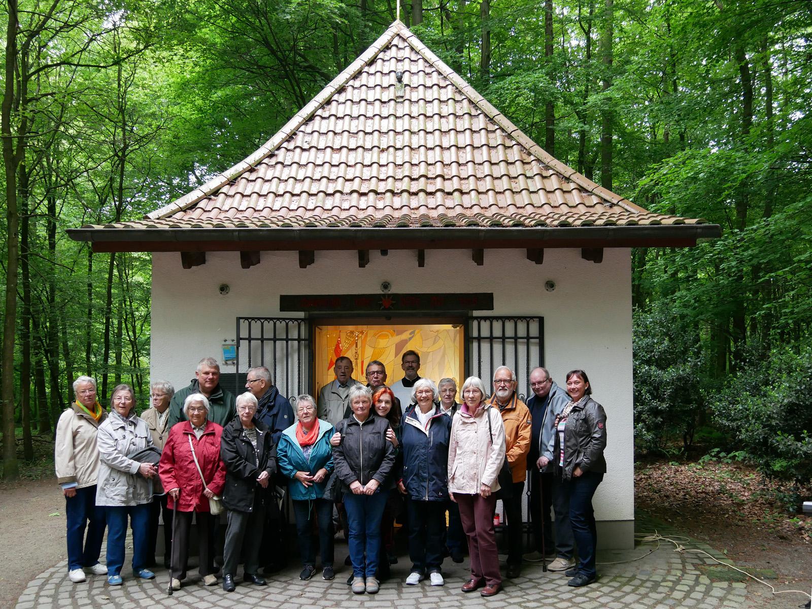 Marienandacht der Kolpingsfamilie an der Siebenschmerzenkapelle in Gelsenkirchen