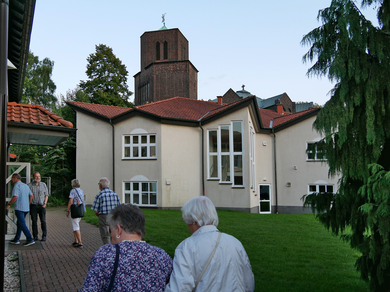 Die Kolpingsfamilie besucht die Kirchen Heilige Schutzengel und St. Nikolaus